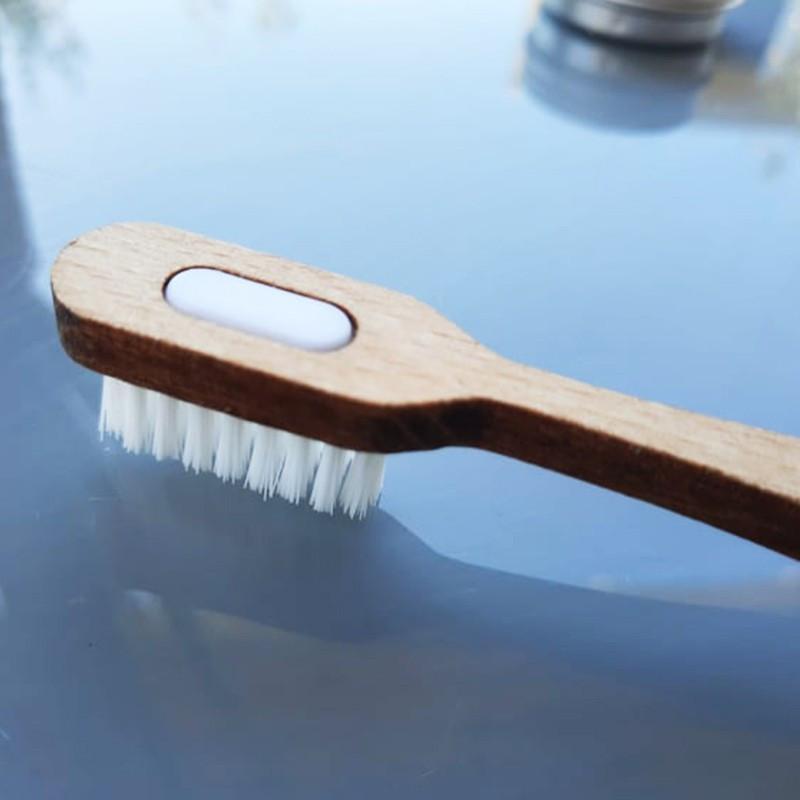3 savons Le Castillan avec un porte-savon en forme de feuille en bois d'érable