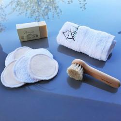 Savon à froid, lingettes (disques) démaquillantes, serviette visage, brosse visage