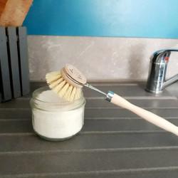 Brosse vaisselle et cake vaisselle